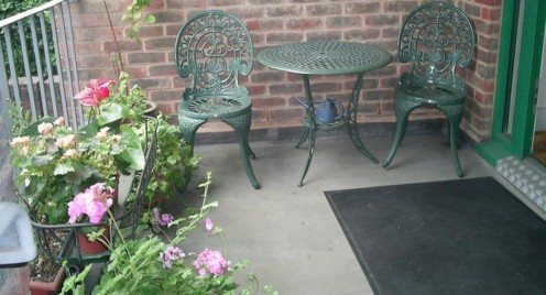 cropped-outside-chairs.jpg