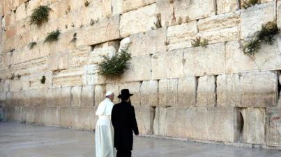 Pope Francis at Western Wall