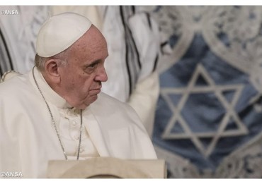 Pope sends greetings for passover